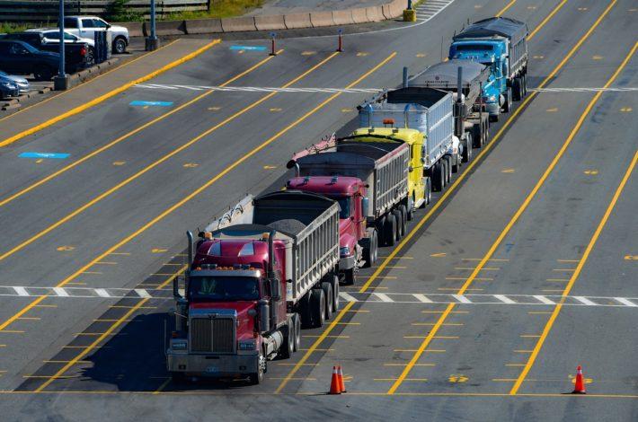Jak zorganizować transport towarów do krajów UE?