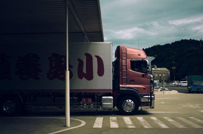 Profesjonalna firma transportowa – oto co musisz wiedzieć zanim wybierzesz przewoźnika