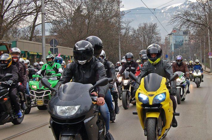 Bezpieczeństwo na motocyklu. Jak jeździć bezpiecznie?